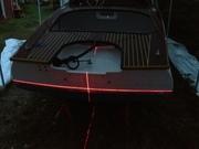 Laser mitt i natten för att kunna tejpa ny vattenlinje