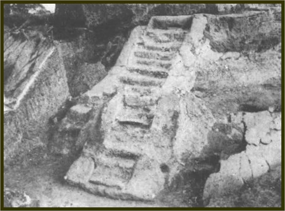 escalinata estructura K (Ekholm, 1944)