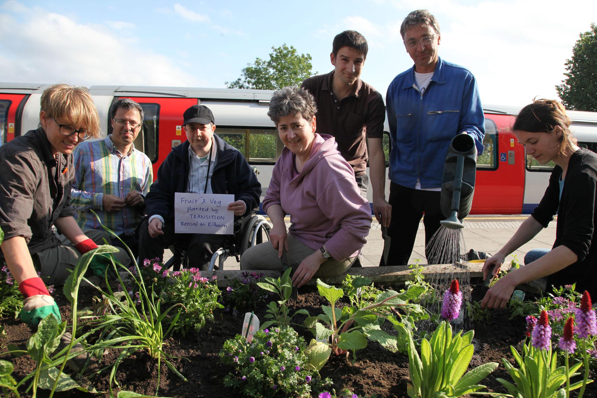 Kilburn Station Planters