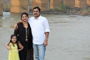मेरी जीवन संगिनी अलका जी और बिटिया आशी के साथ