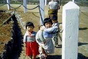 0141 Korean children caring for their back pack