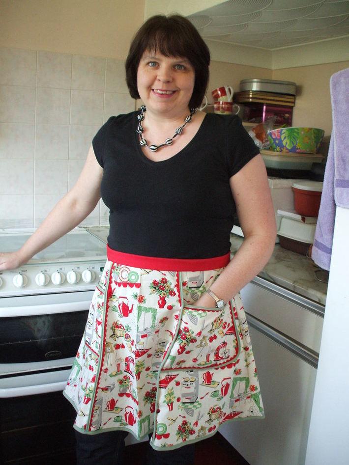 The 'Mum's Too Shy'  half apron