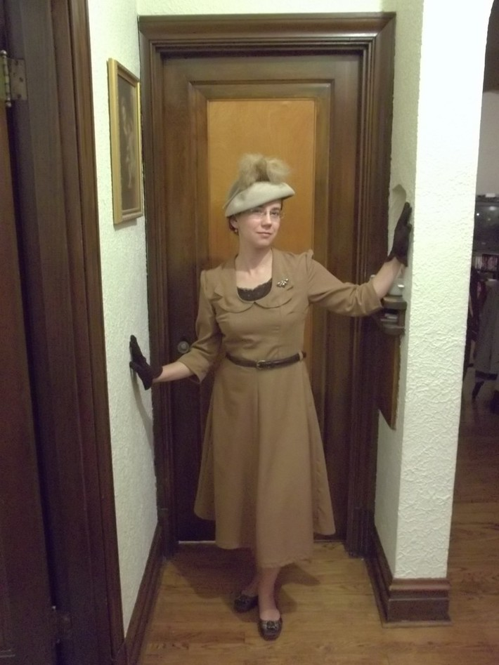 1949 Collared 'Linen' Dress-front