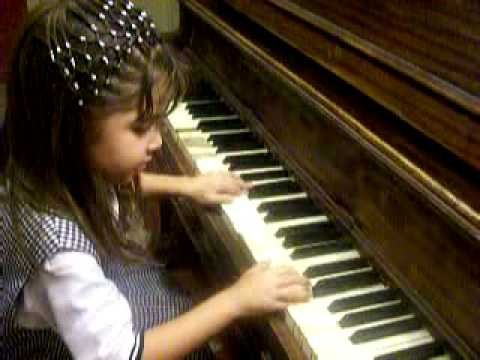 irany tocando piano avances edad 4 anos