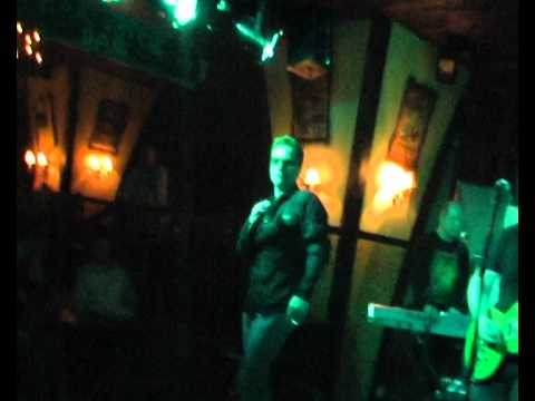 Station, U2 tribute: With or without you