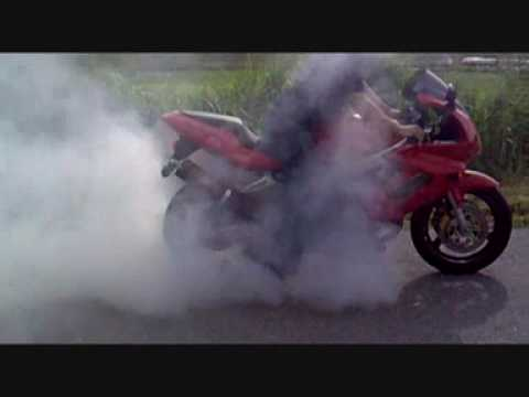 VTR1000F 1999 Battalax Burnout Edit wmv