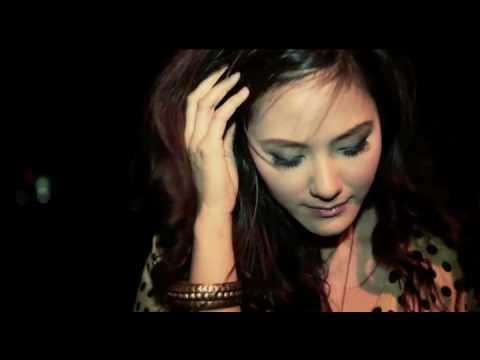Friday ฟรายเดย์ - มีคนอกหัก Broken Heart (Ep Album Lavender)