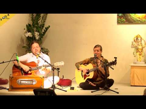 "Mantra Chanting: ""Visoka Va Jyotishmati"" with ""The Love Keys"""