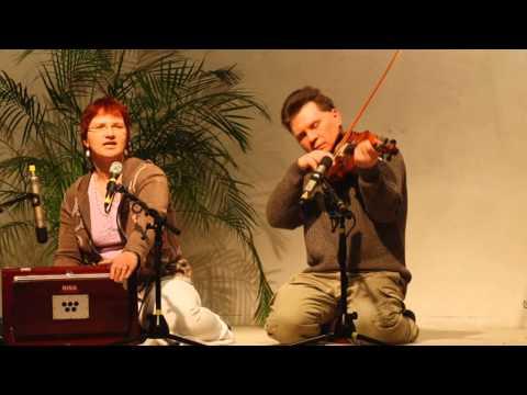 Govinda Hari - Darshini Devi with Harmonium and Violine