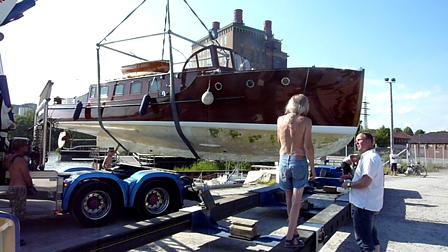 VIDAR lastas på trailer,för trp till Strömstad