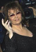 Roseanne Barr als Mrs. Brown