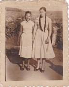 minha prima hilda e minha avó ,na vila oeste
