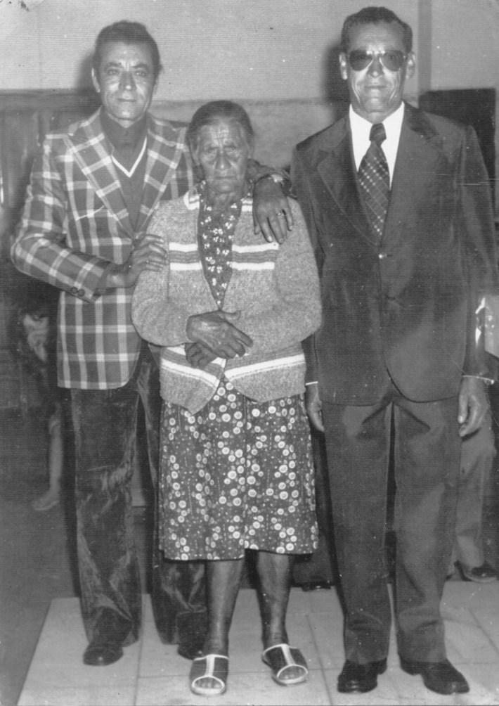 vandico jose alexandre - o charneca ,minha bisavó  dona sinhana ,e o tio divino