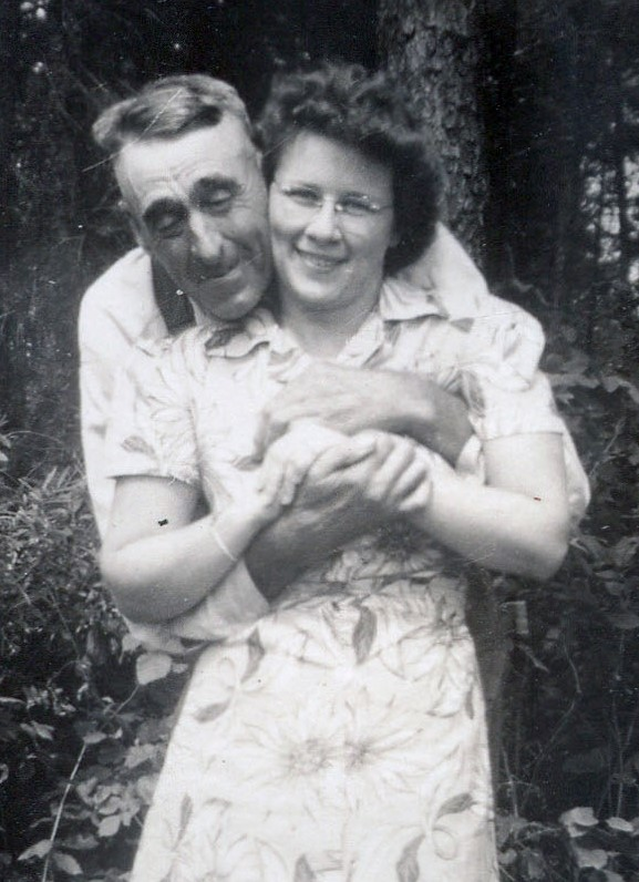 1943 Grampa Frank Riley and Helen Dixon Riley at homestead in WIsconsin