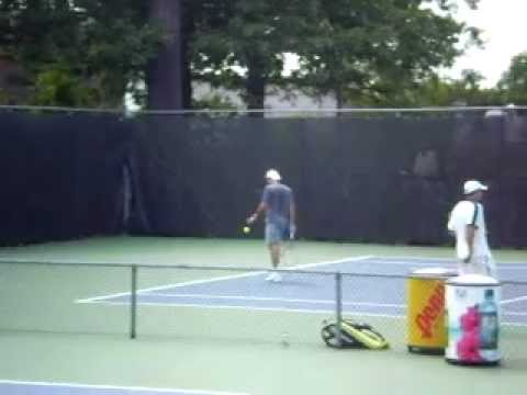 Rogers Cup 2011 - Federer hitting with Fish