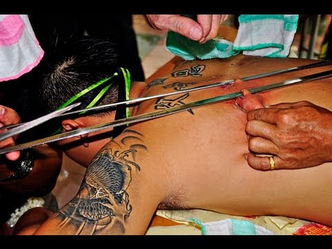 极限穿针 乩童 - Extreme body piercing. Taoist spirit medium in trance. 游境 二爷伯降乩