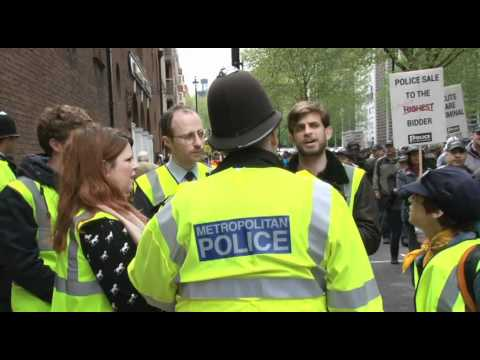 Kettling the Cops