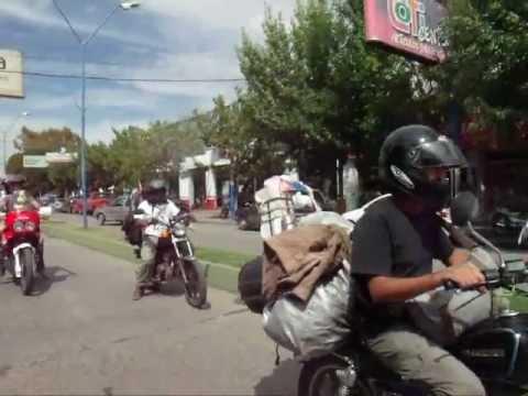 Grupo Sembrando Caminos con los Cinco llega al Alto Valle, recorre las calles de Gral Roca.