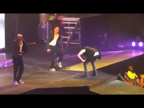 Justin Bieber Throws Up on Stage in Arizona