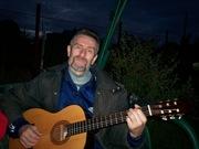 Вечерок с гитарой и песнями.