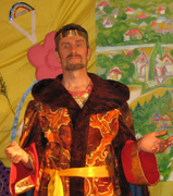Николай в роли царя-батюшки.