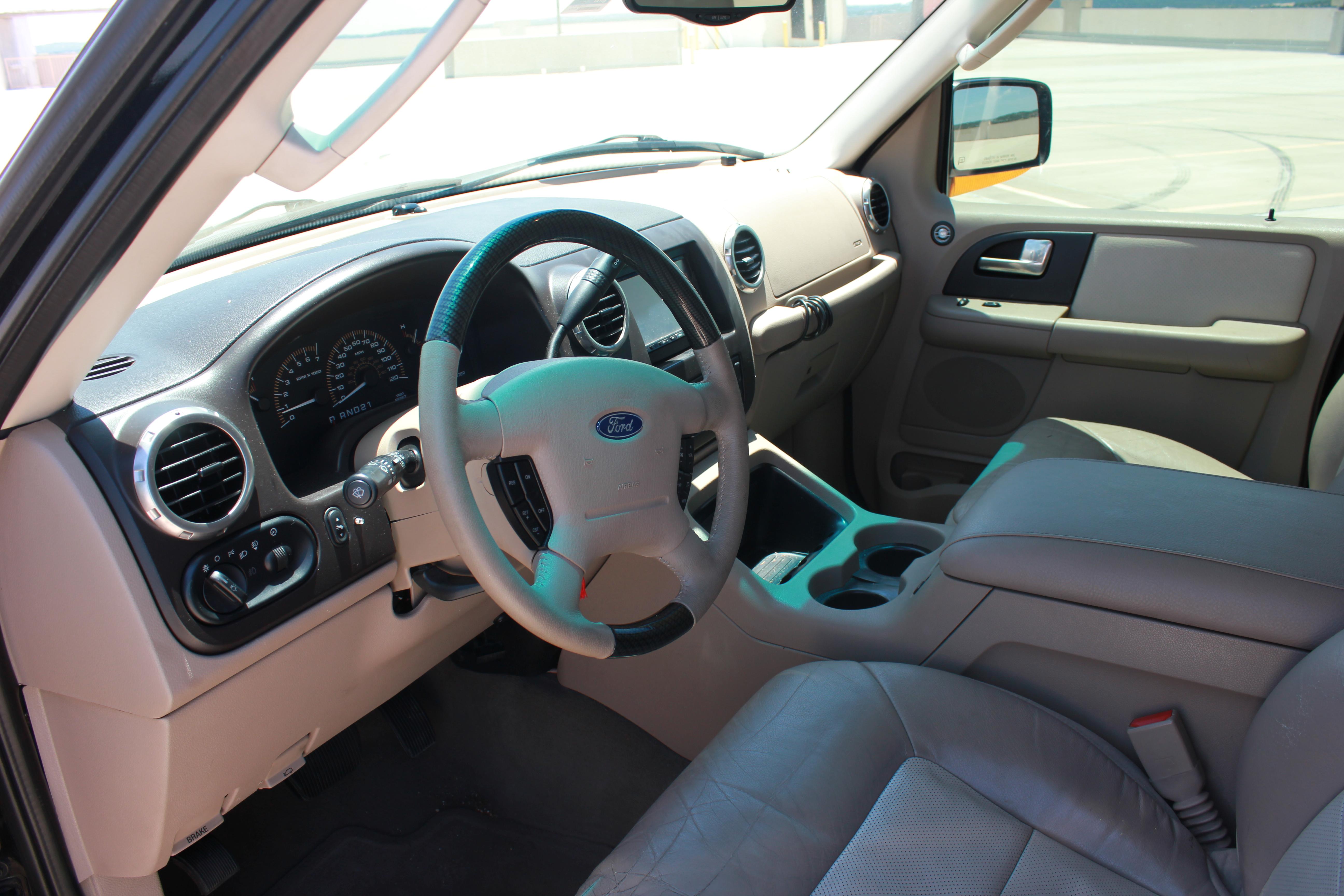 Front Interior On 2003 Ford Expedition Eddie Bauer Automotive Digital Marketing