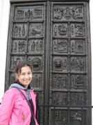 У ворот Софийского собора в Новгороде