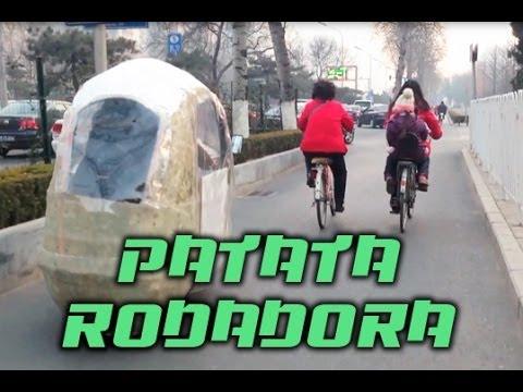 Patata rodadora (Galleta de la Fortuna). Living in Pekin by Roger Vicente