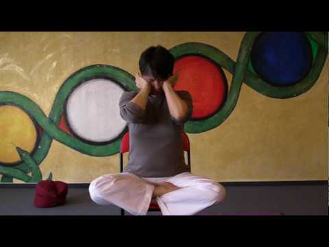 Strengthen your neck - Yoga exercises to overcome tensions in shoulders and neck