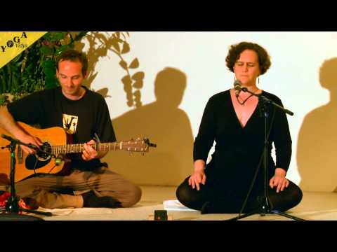 Mantra Video: Ave Maria chanted by Anne at Yoga Vidya