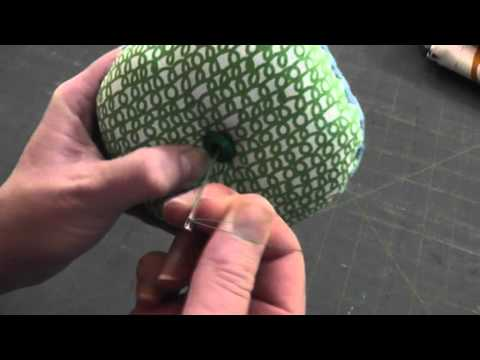 How to Add a Button to a Pincushion Leaving No Visible Knot