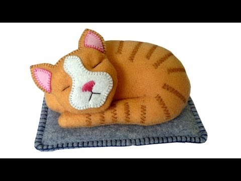 DIY felt cat tutorial - Free pattern with Lisa Pay