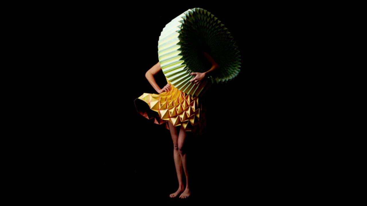 Entfaltung - collapsible paper fashion by Jule Waibel