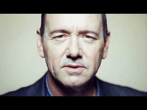 Kevin Spacey in TV spot voor Olympus PEN camera