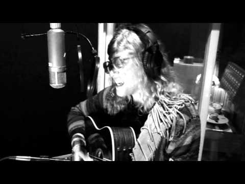Singer Allen Stone Performs 'Six Years' Live