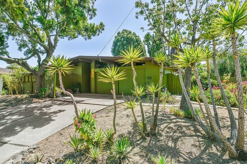 Just Listed: Claude Oakland 4 bed/ 2 bath Eichler with atrium!