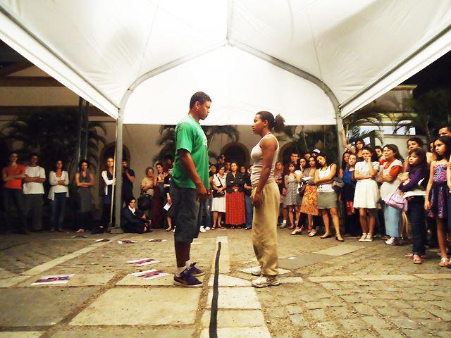 Metáfora do Confronto - Dança em Trânsito 2011