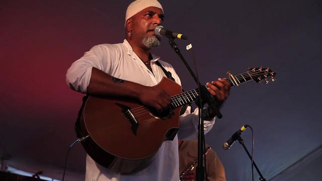 Song Makers:Tom Prasada-Rao at Sisters Folk Festival