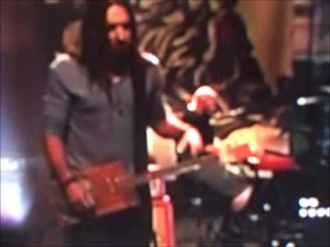 Cigar Box guitar On Jay Leno last night!..was i the only one who saw this great thing!!!!