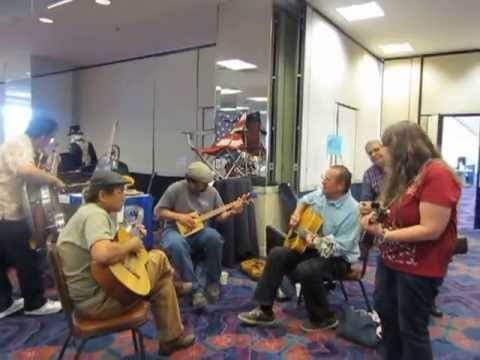 Reno Ukulele Festival IMPROMPTU Jam at the Marketplace!