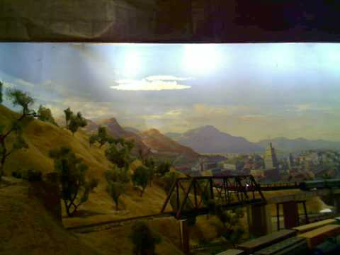 YouTube: Model Railroad Show: Southern Pacific and Santa Fe mail trains, Daylight and freight