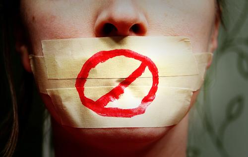 Cette liberté d'expression de deux poids, deux mesures