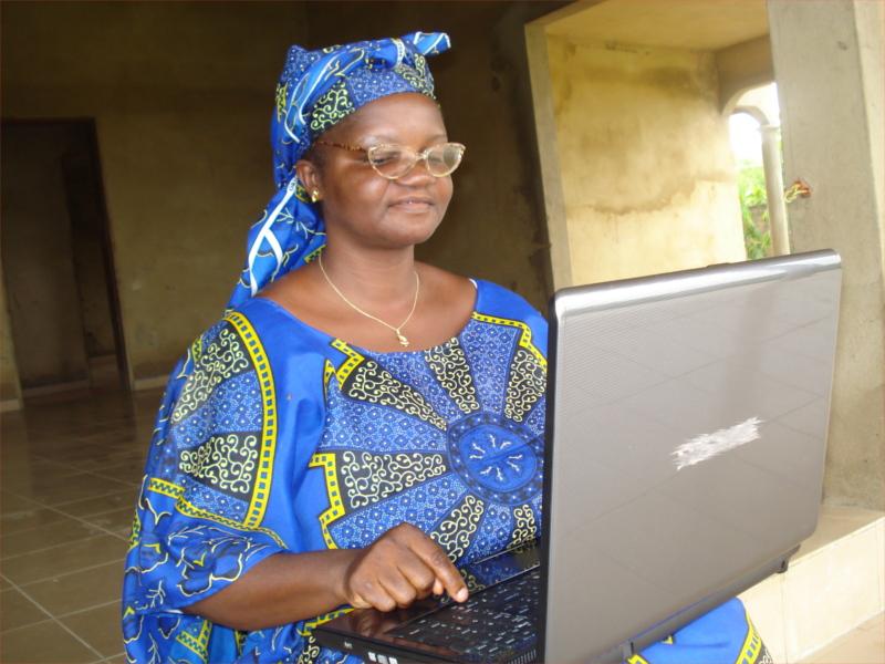 Dame Afrique face au système et le logiciel libre