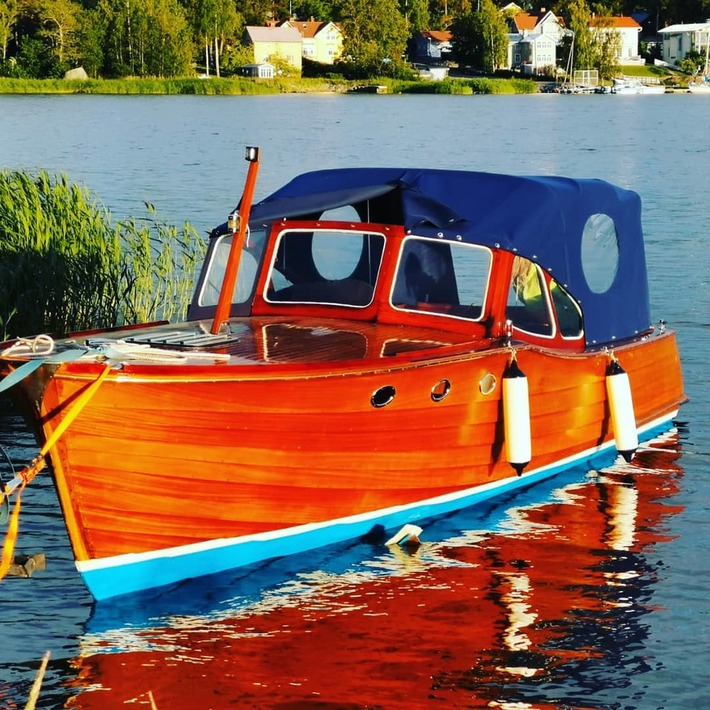 Äntligen Storebro nr.951 båten i vatten igen