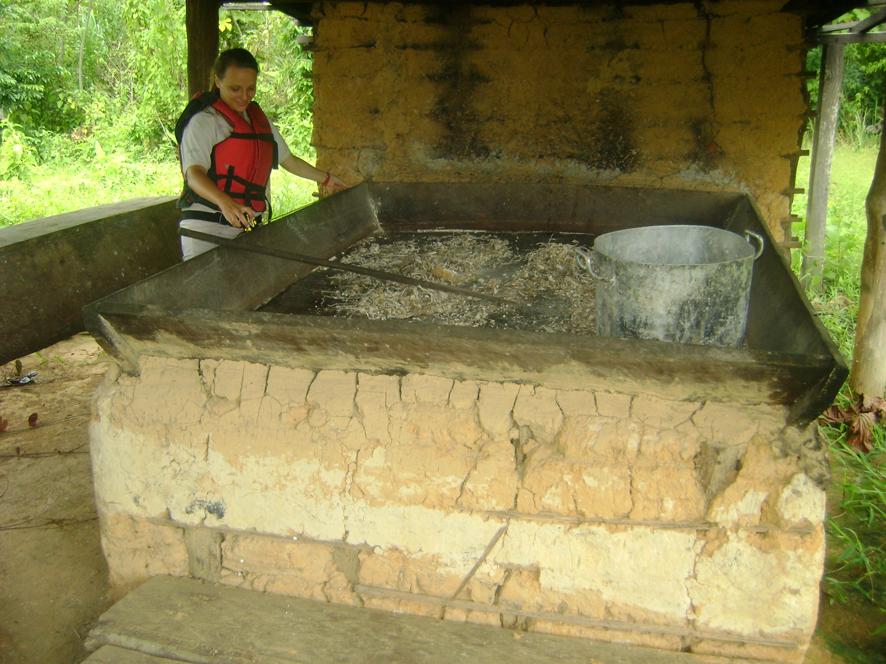 8 - Registro de Patrimônio Material -  forno usado para torrar a farinha, margem esquerda Rio Madeira