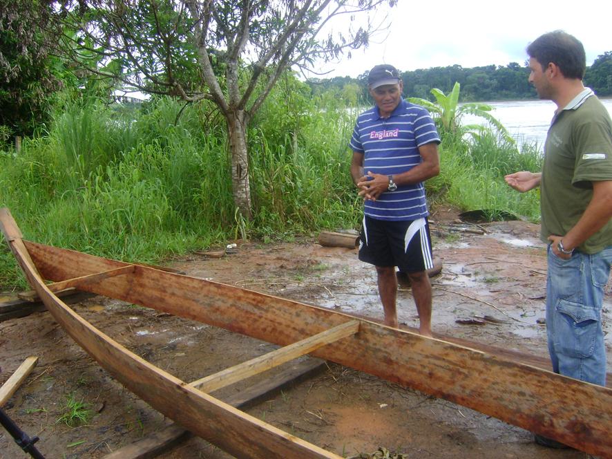 5 - Cadastro de Conhecimentos Ribeirinhos e Embarcações -  Sr. Claodomir Lobo da Silva confecciona  voadeira, Abunã