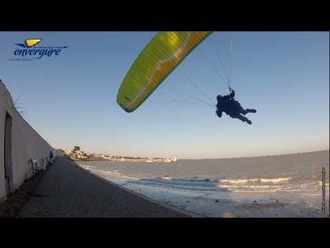 "Parapente free session ""in the street"""