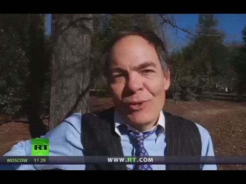 Keiser Report: Trump's Divide & Conquer Strategy (E1026)