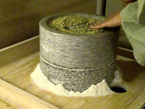 手挽き石臼で蕎麦粉の自家製粉 #1