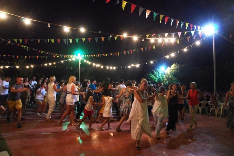 Κέφι και χορός...